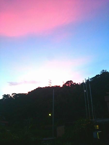 地穴靈氣與天空彩雲